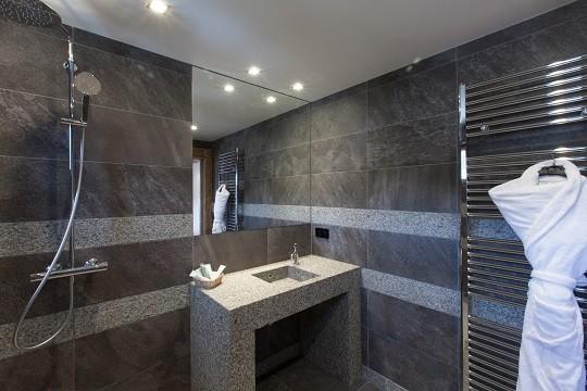 salle-de-bain-chambre-22-retouchee-186