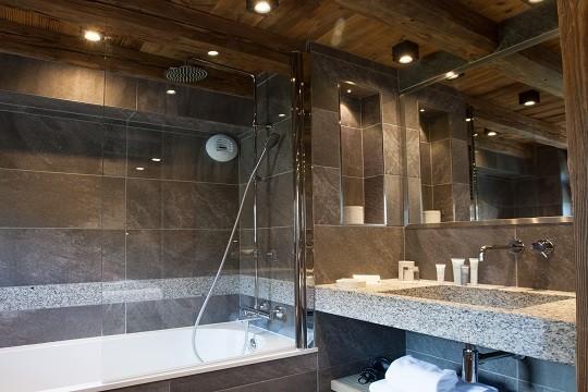 salle-de-bain-chambre-famille-retouchee-190